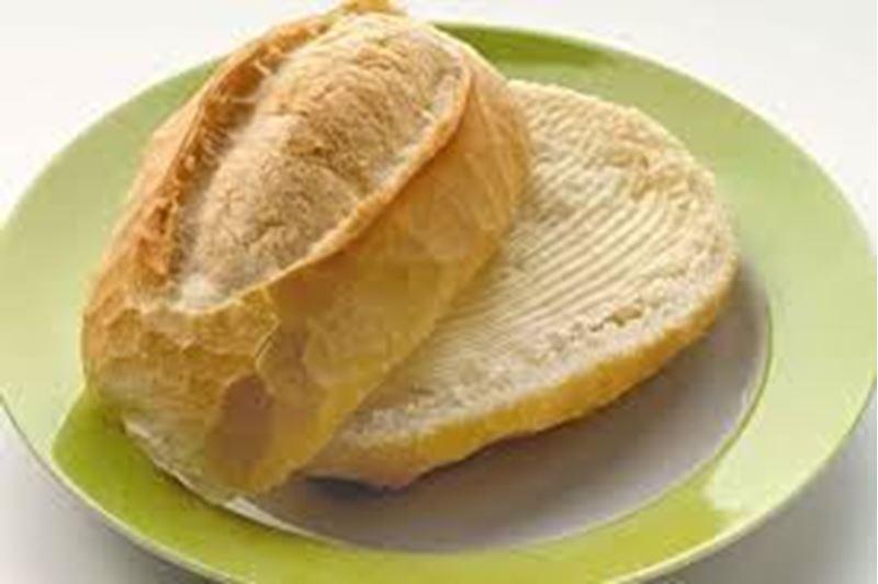 Pão com manteiga na canoa