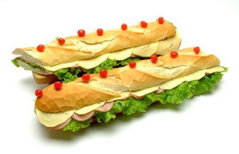 SPECIALLE (salpicão de frango, peito de peru defumado, queijo prato, alface e tomate)