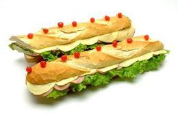 FIESTA (presunto cozido, queijo mussarela, patê de presunto, alface, tomate e maionese)